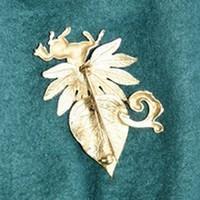 Broche dorée Cheval verso